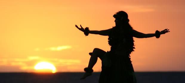 フラダンスを踊る女性の画像