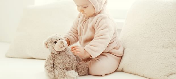 赤ちゃんとクマさんの画像